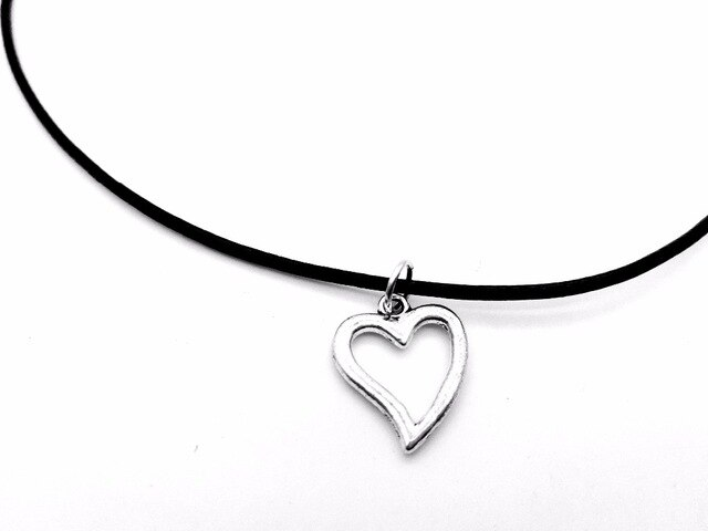 640x480 Tiny Line Hollow Out Open Heart Necklace Simple Wire Wrapped