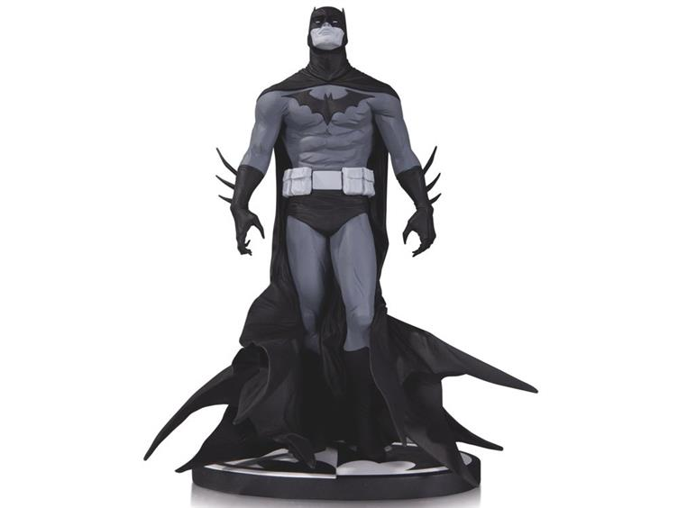 752x564 Batman Black And White Statue (Jae Lee)