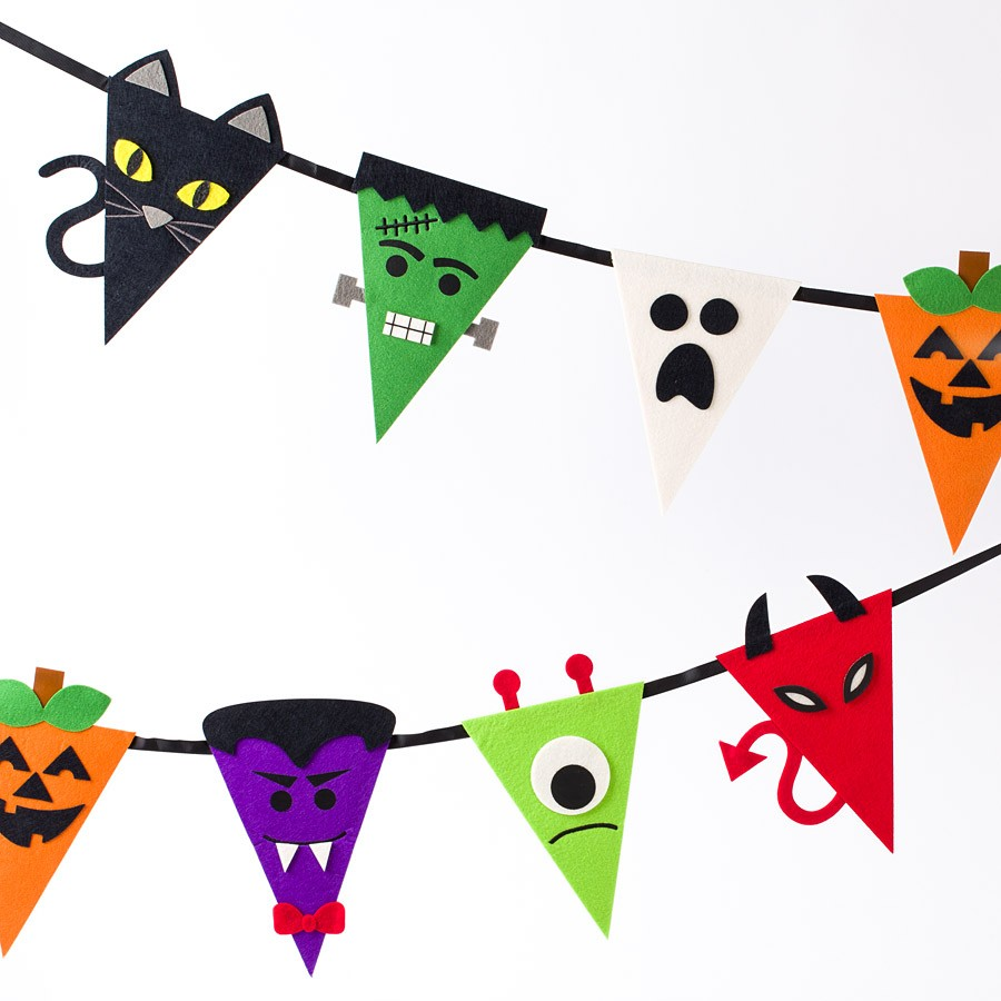 900x900 Halloween Characters Bunting Banner